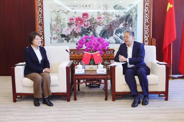 内蒙古自治区政府与中国光大集团在京签署战略合作协议