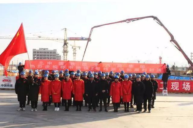 地铁2号线 成吉思汗公园站主体 结构提前22天封顶