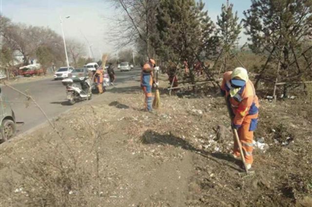 呼和浩特:拆除违建遗留垃圾环卫部门及时清理