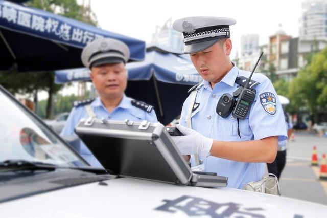首府交警全面配备智能酒精检测仪 杜绝人情关系案