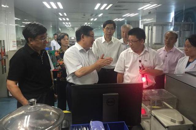 住内蒙古全国政协委员在兴安盟考察调研脱贫攻坚工作
