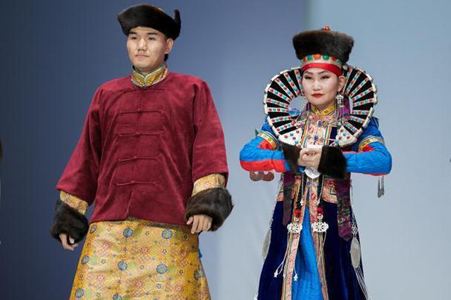 第十五届蒙古族服装服饰艺术节呼和浩特开幕