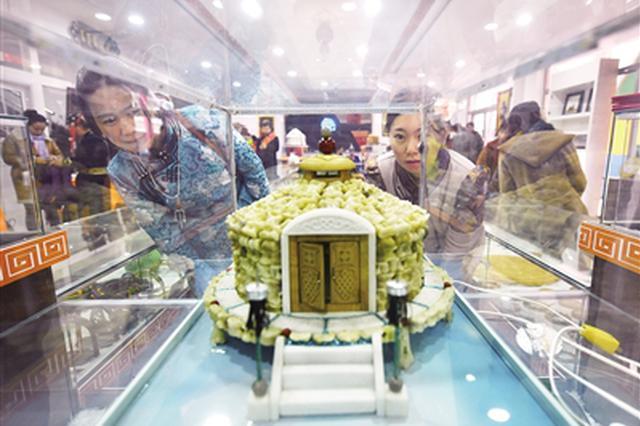 巴彦淖尔市保护和发展传统手工艺制作文化