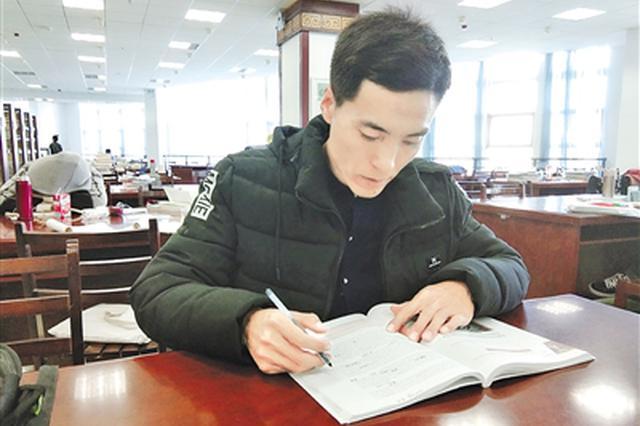 40岁的励志哥考入内蒙古财经大学金融学院