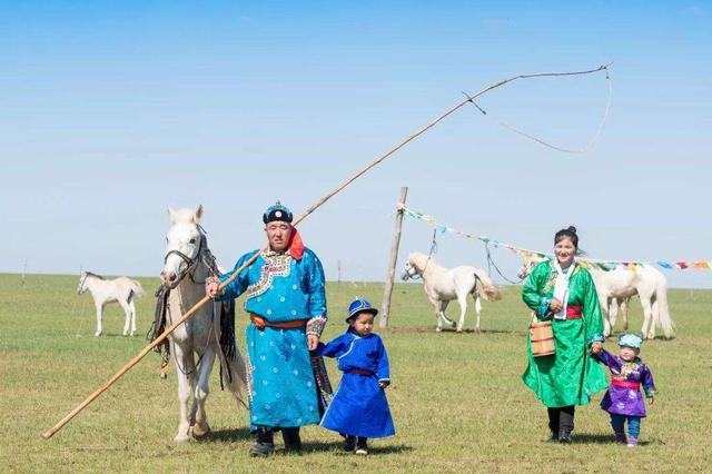 """西乌珠穆沁旗:""""马背""""上打造新的经济增长极"""