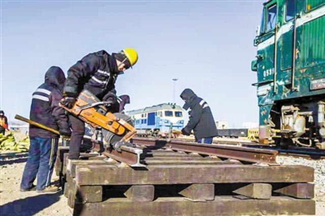 锡林浩特市开展救援演练确保铁路正常运输