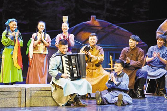《乌兰牧骑恋歌》在内蒙古民族艺术剧院音乐厅上演