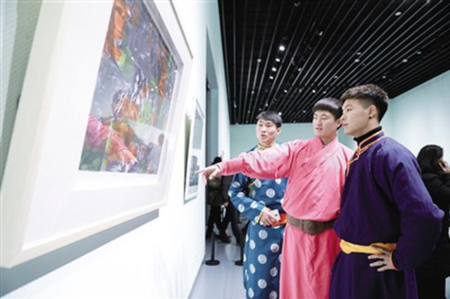 第三届内蒙古作品展览在内蒙古美术馆开展
