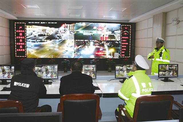 阿拉善盟阿左旗警方跨年夜为民众平安护航