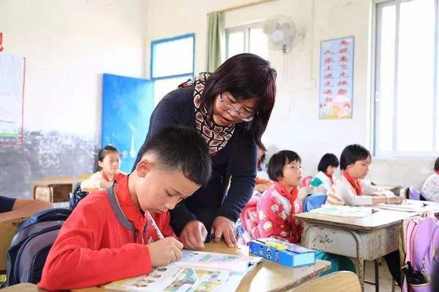 首府为乡村教师每人每年发放1万元专项生活补贴