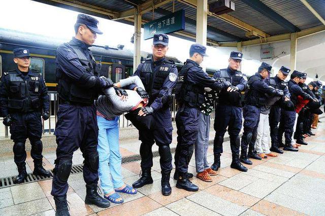 内蒙古警方破获一起跨国走私贩毒案抓获7人