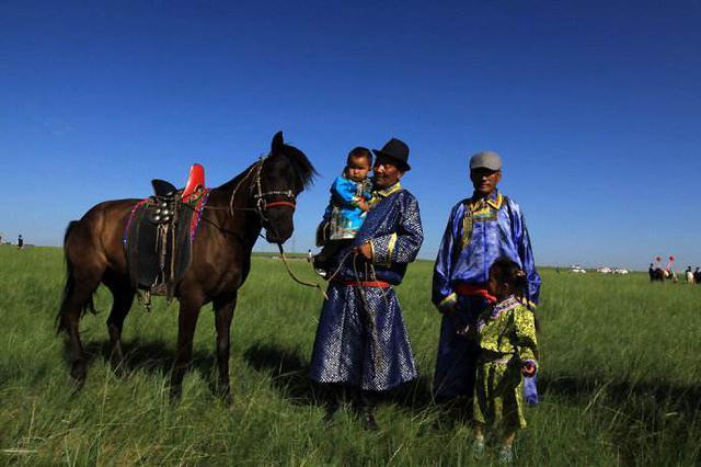 草原阿爸阿妈收留缅甸女孩6年 如今终踏回家路