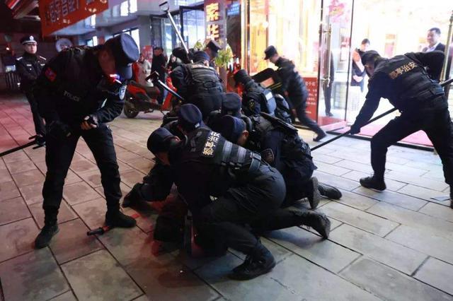 """包头市警方48小时内破获一起""""抢劫金店案"""""""