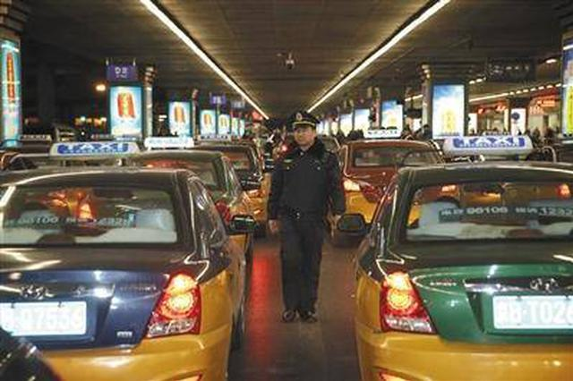 机场夜查 赛罕区查处各类出租车违章15例