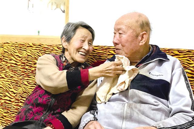 79岁老党员李富与?#20064;?#30456;约:去世后捐献遗体