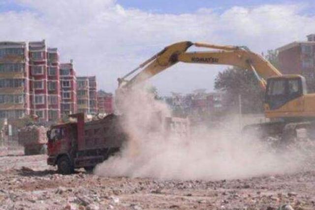首府环卫部门督导检查工地扬尘防治和渣土运输工作