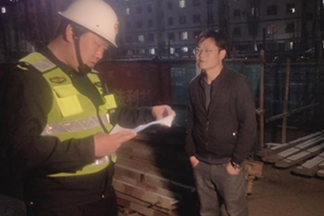 呼和浩特市城管局夜查施工场地夜间施工扰民