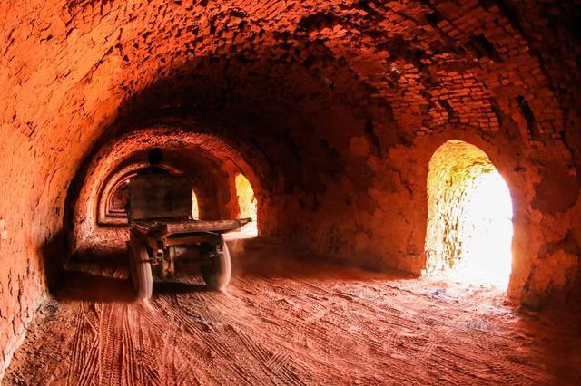 采矿证过期多年 和林县蒙泰砖厂违规生产