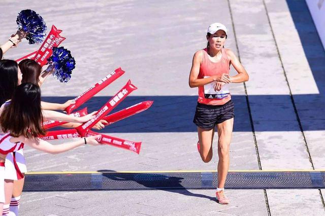 内蒙古名将何引丽摘东营马拉松国内女子组冠军