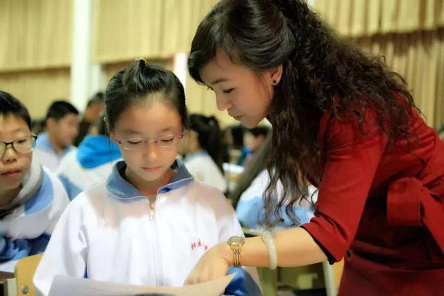 内蒙古中小学生和幼儿免费?#20137;痢?#35835;本》和《绘本》