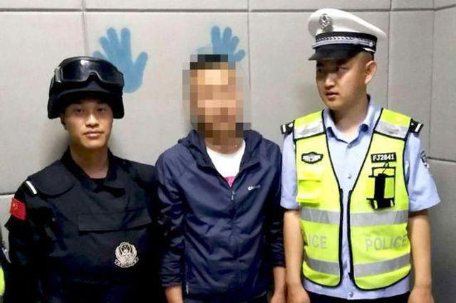 一吸毒男子23日在集宁?#37038;?#26816;查时被警方抓获