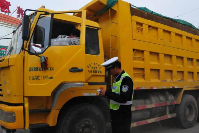 五原交管大队持续整顿大货车闯禁行违法行为