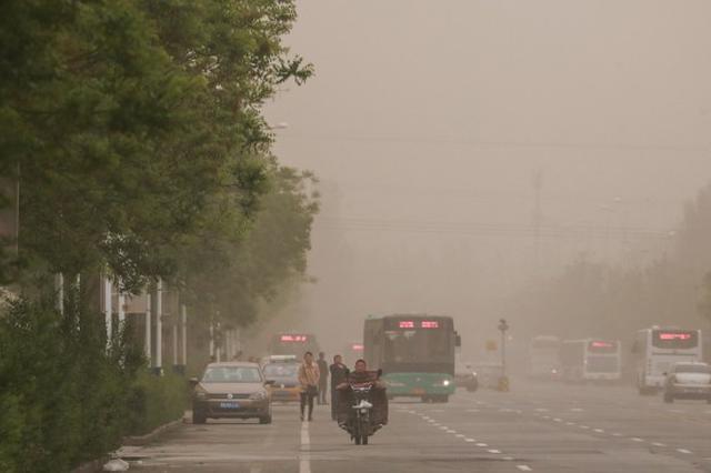 呼和浩特出现沙尘天气 5月12日午后会逐渐消散