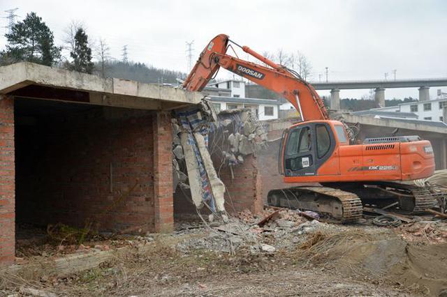 霍林郭勒市多举措推进违法违章建筑拆除工作