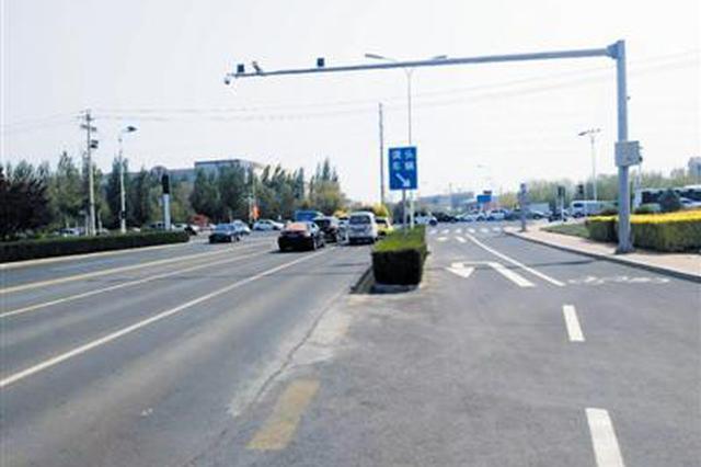 """交警治堵出良方 """"可变车道""""高峰时段?#20254;?#20511;道左转"""""""