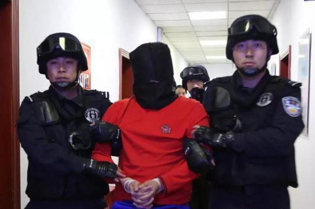 潜逃21年杀人嫌犯落网 警方公布跨国抓捕细节