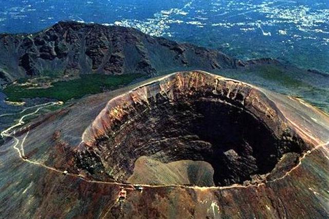 内蒙古自治区发现世界罕见玛珥式火山群