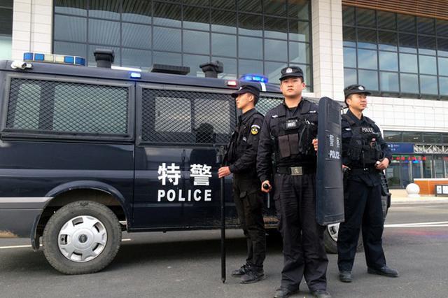 """""""两节""""将至 集宁区特警强化巡逻防控工作"""