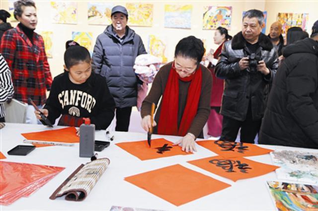 通辽市群众艺术馆举办送春联和少儿绘画成果展活动
