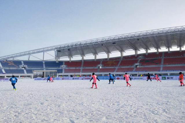 十四冬雪地足球赛在内蒙古呼伦贝尔市开赛