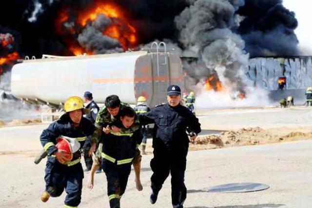 内蒙古公安周恩立作品《火场救援》再获大奖