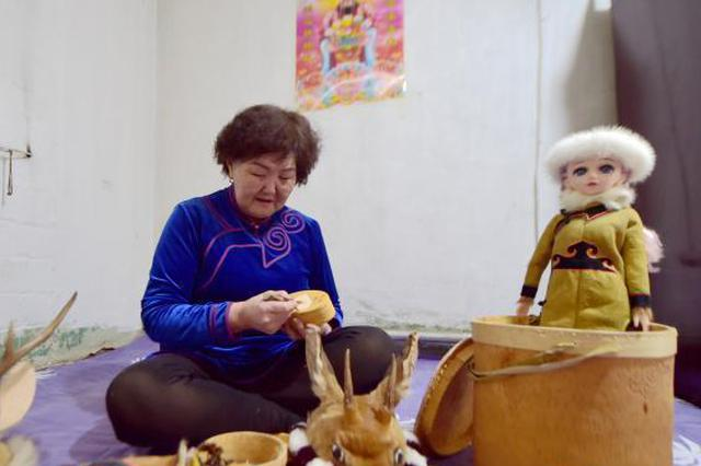 """中国最后的狩猎民族:神秘""""树中人""""的新时代幸福生活"""