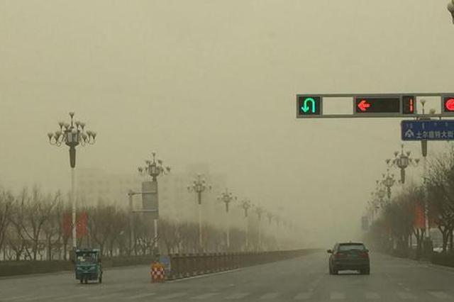 图为阿拉善盟出现的沙尘天气。 王多民 摄