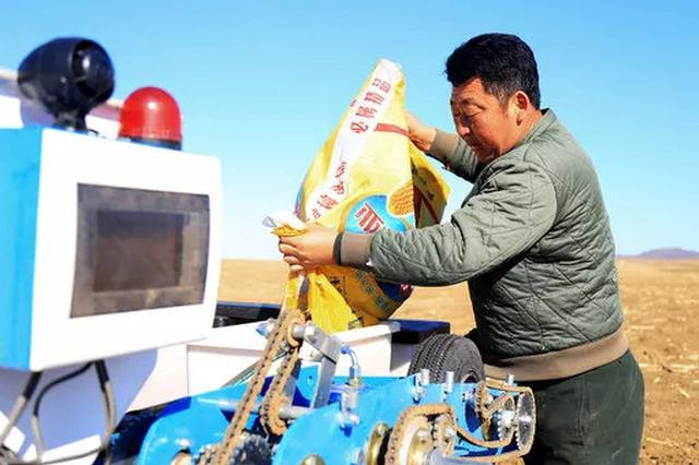 吴海泉给机器加种子