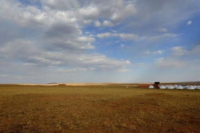 高温致内蒙古多地旱情加剧 民众盼及时雨缓解旱情