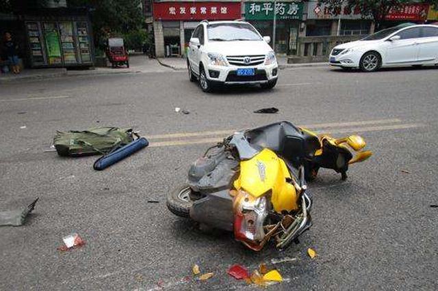 呼伦贝尔:摩托车撞机动车 司机逃逸被抓行拘20日