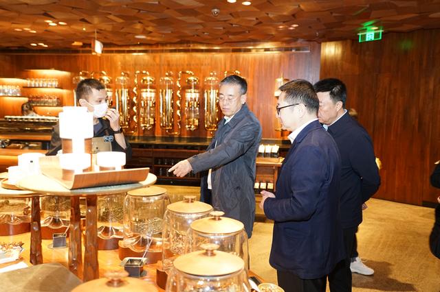 内蒙古商务厅调研组一行 深入上海商贸企业考察调研
