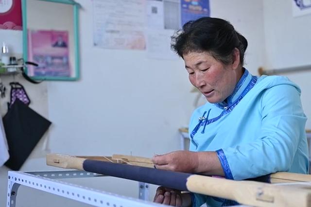 """内蒙古:蒙古族刺绣——""""绣""""出农牧民新生活"""
