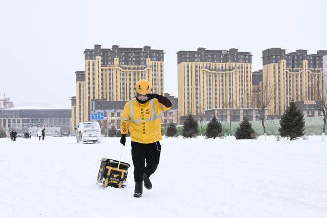 内蒙古自治区东部降雪持续 部分学校停课