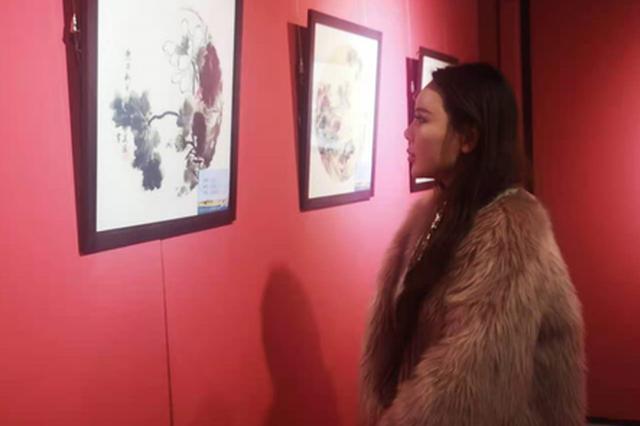 近百幅中国画花鸟山水作品在呼和浩特展出