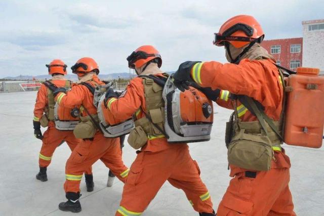 通辽市扎鲁特旗消防成立一支社会联动供水保障队伍