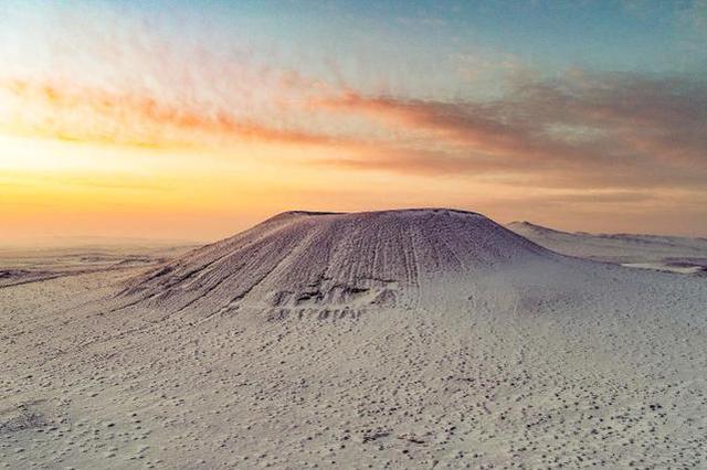 察哈尔火山群银装素裹 雪景如画