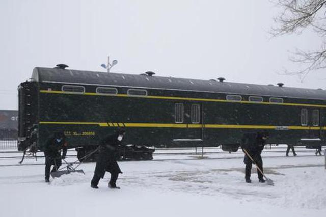 抗风雪 防疫情——二连浩特铁路人全员在岗