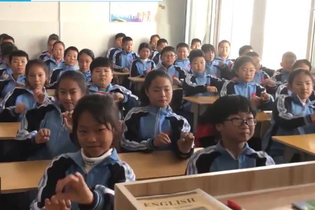 """赤峰市雁:音乐老师自编""""赛马""""律动操让课堂不枯燥"""