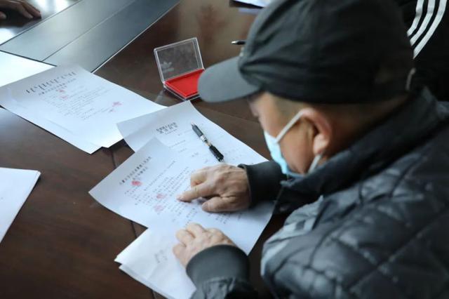 """通辽市奈曼法院为农民工""""撑腰"""" 讨回薪酬87万元"""