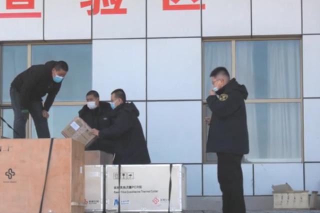 外交部紧急向蒙古国提供的防疫物资从二连口岸出境